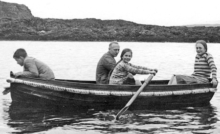 Caroline-in-rowing-boat-w