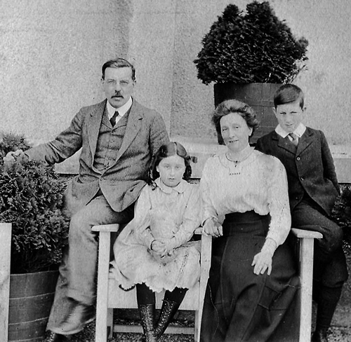 Walter-W.Blackie-and-family-w